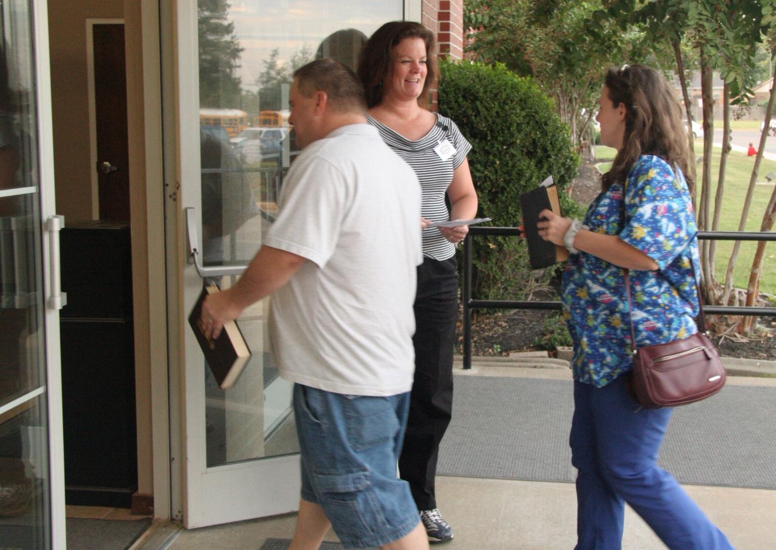 Study: Ignoring visitors may hurt church attendance
