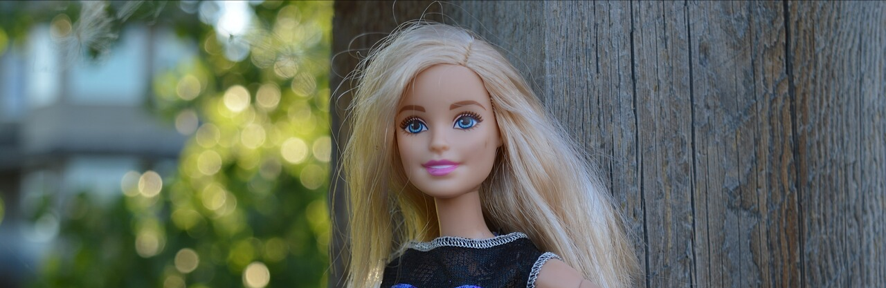 Barbie Plans Perfect Beach Adventure / Mission Trip